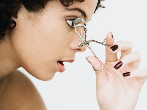 The 3 Best Eyelash Curlers For Short Lashes