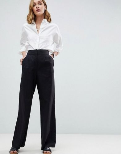 These Lightweight Pants For Travel & Beyond Are So Good You'll Forget All About Your Cutoffs