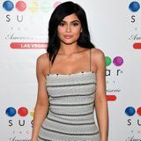 The Story Behind Kylie Jenner's Leg Scar Might Make You Flinch - You've Been Warned