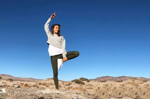 Traveling Over The Holidays? Keep These Yoga Poses In Your Back Pocket