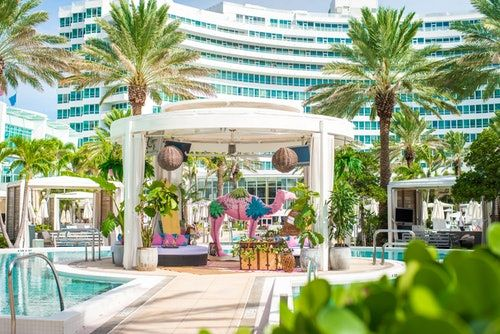 The Rose Oasis Cabana At The Fontainebleau Miami Beach Is Perfect For Your Girls' Trip