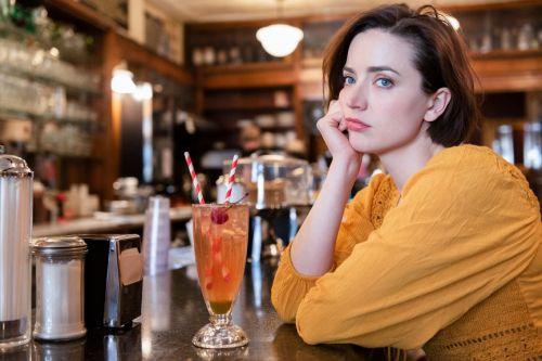 Why Do People Stand Up Their Dates? Psych Experts Explain & It's Infuriating