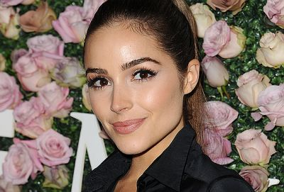 """Olivia Culpo Uses This """"Beauty Stamp"""" Device to Minimize Pores"""