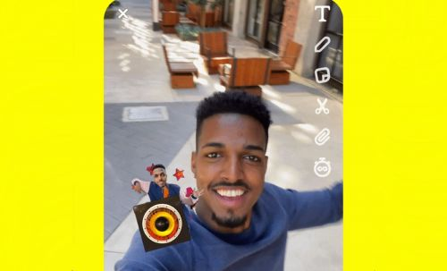 Here's How To Use Snapchat's New Cameos Stickers To Majorly Up Your Selfie Game