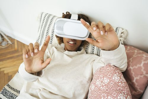 "7 Best Virtual Reality Games To Try ASAP For All The Laughs & ""Whoas"""