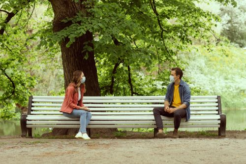 If Your First Date Isn't Respecting Your Pandemic Boundaries, Here's What To Say