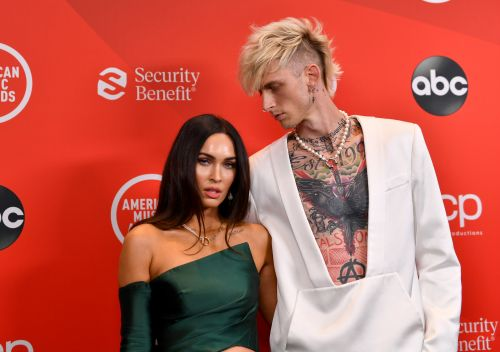 Megan Fox & Machine Gun Kelly's AMAs Red Carpet Body Language Is Surprising