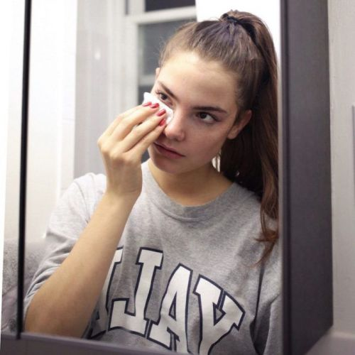 This Celebrity Makeup Artist Has a Brilliant Hack for Removing Stubborn Mascara