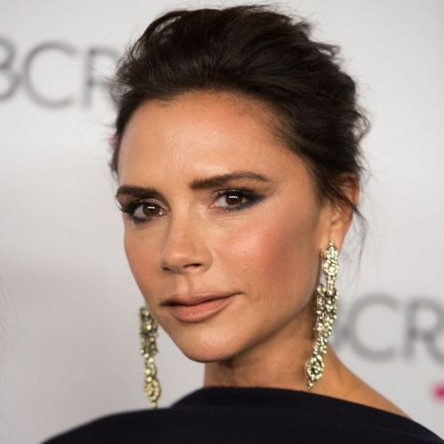 Victoria Beckham Teaches Us How to Multitask With This In-Flight Makeup Tutorial