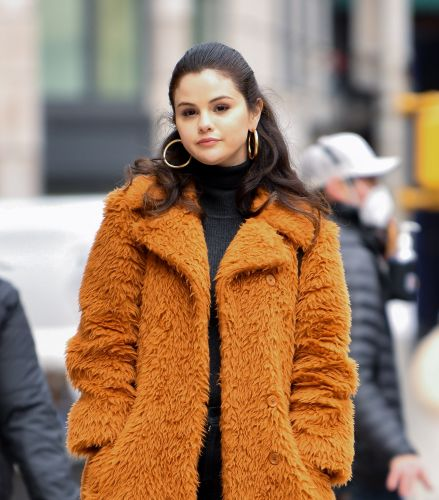 These Photos Of Selena Gomez Flipping Off The Paparazzi Are A Whole Mood