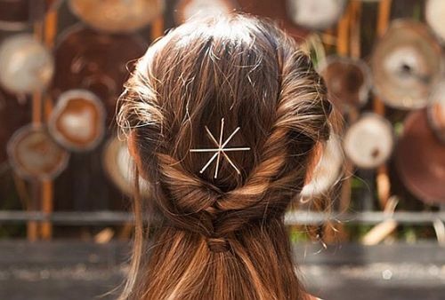 20 Gorgeous New Ways to Wear Bobby Pins This Holiday Season