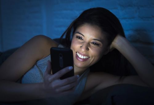 Warning, Cell Phone Addicts: Your Phone Is Aging Your Skin