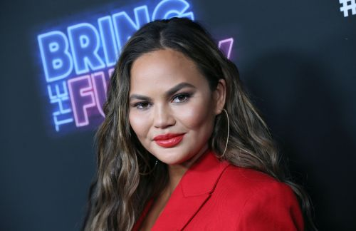 Chrissy Teigen's Tweet About Celebs Like Ben Affleck Being Creepy On Dating Apps Is So Real
