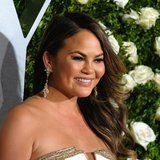 "Chrissy Teigen Is Refreshingly Honest About Her ""Period Skin"" and Hormonal Acne"
