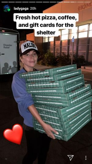 These Photos Of Lady Gaga Bringing Pizza To California Wildfire Victims Are Touching