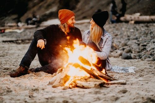 5 Signs You Met The Right Person At The Wrong Time, According To A Love Expert