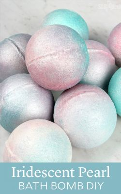 Iridescent Pearl Bath Bomb DIY