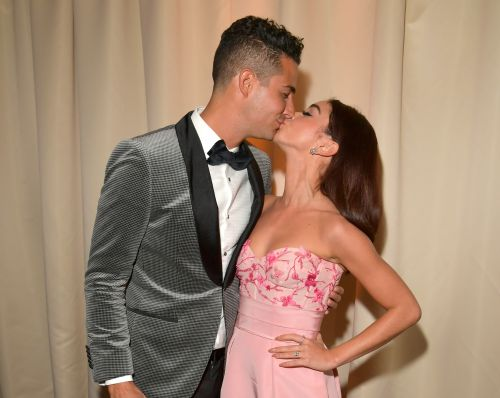 Sarah Hyland & Wells Adams Voted On Their Third Anniversary