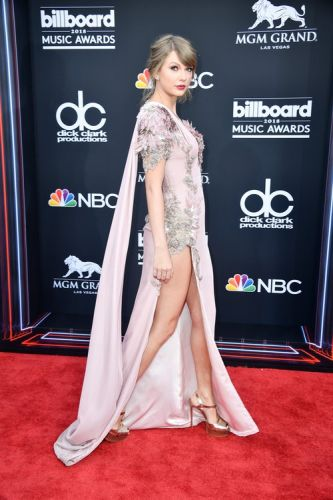 "Taylor Swift's 2018 Billboard Music Awards Look Feels Oh-So-""Delicate"""
