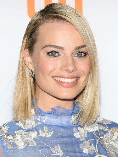 Margot Robbie Just Pulled Off the Some Seriously Unexpected Eye Shadow