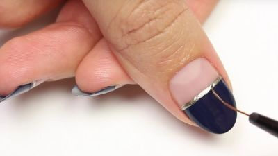 This DIY Minimalist Nail Art Actually Seems Pretty Easy