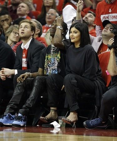Kylie Jenner & Travis Scott's Body Language On Their First Date Post-Baby Says A Lot About Their Relationship