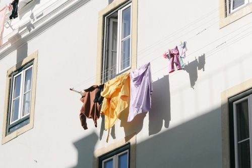 """7 Toxic Chemicals Found in """"Clean"""" Laundry"""