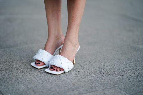 Square-Toe Sandals Are The Controversial '90s Shoe Trend Making A Comeback