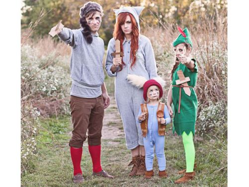 11 Absolutely Amazing Family Costume Ideas For Halloween