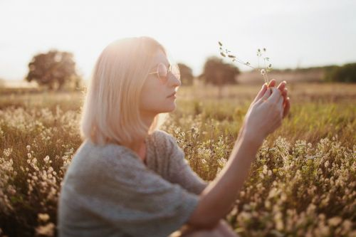 6 Simple Affirmations You Can Recite To Find Love This Summer, So Start Visualizing ASAP