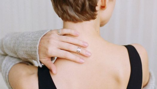 Banish Back Acne Once And For All With This Derm's 2-Minute Hack