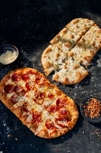 Panera's New Flatbread Pizza Flavors & Family Feast Deals For 2021 Sound Tasty