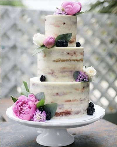 5 Newlywed Brides Reveal How They Chose Their Wedding Cake, & It Wasn't Always A Cake-Walk