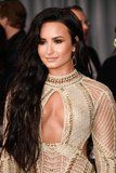 How Celebrities Used Makeup For Perfect Cleavage on the Grammys Red Carpet