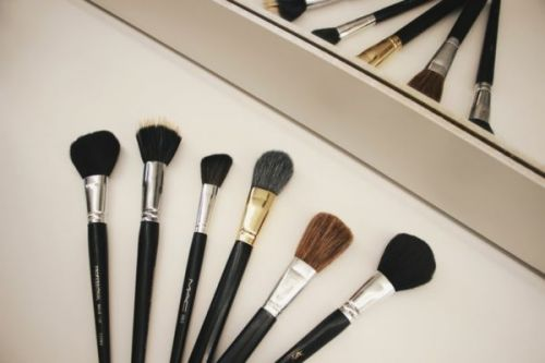 DIY How to Clean Your Makeup Brush