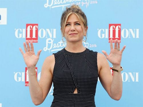 How Jennifer Aniston Stays Young Looking
