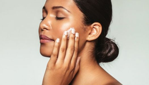 How To Hydrate Skin: 13 Derm-Approved Tips To Keep Skin Moisturized