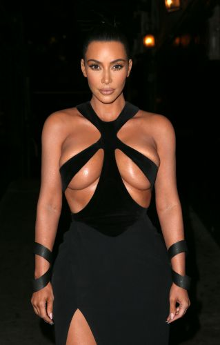 Kim Kardashian Wearing A Vintage Thierry Mugler Dress At The Hollywood Beauty Awards Is The Only Thing You Need To See