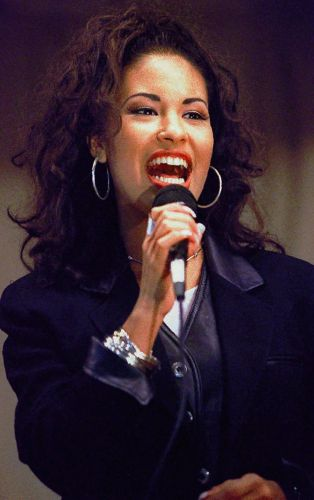 10 Selena Quintanilla Songs To Listen To While Watching 'Selena: The Series'