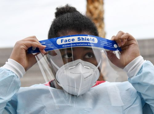 Boston ER doctor creates site matching healthcare workers to masks