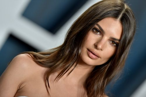 Emily Ratajkowski Is Pregnant & Her Announcement Sends A Message About Gender Norms